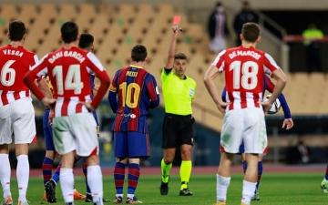 الصورة: الصورة: ميسي يواجه عقوبة الإيقاف 12 مباراة
