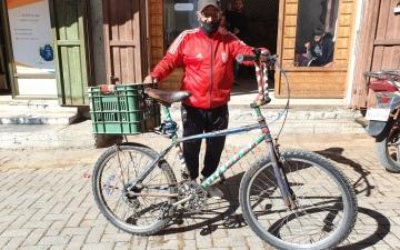 الصورة: الصورة: أبو شريف و«الدراجات الهوائية»..عشرة عمر لأكثر من 50 عاماً