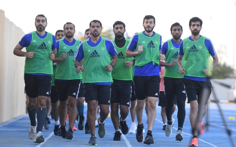 الصورة: الصورة: اتحاد الكرة الإماراتي يختبر لياقة 162 من قضاة الملاعب