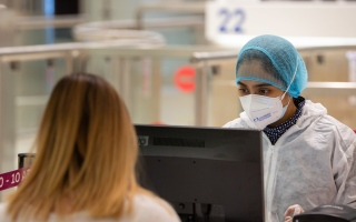 """الصورة: الصورة: مطارات دبي تنصح المسافرين بالتحقق من متطلبات اختبار """"كوفيد-19"""""""