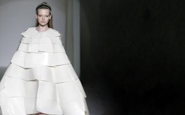 الصورة: الصورة: عمارة «البارامتري» تلهم صيحات الموضة العالمية