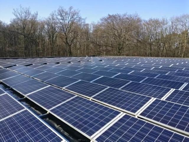 تطوير مشروع للطاقة الشمسية في الشارقة