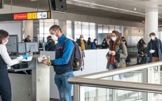 الصورة: الصورة: بلجيكا تحظر السفر غير الضروري لوقف تفشي كورونا