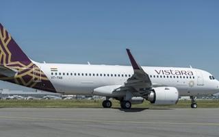 الصورة: الصورة: مطار الشارقة يستقبل أولى رحلات «فيستارا» الهندية