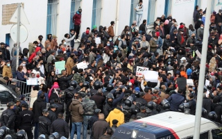 الرئيس التونسي مهدد بالعزل بتفعيل الفصل 88 من الدستور.. فما محتواه؟