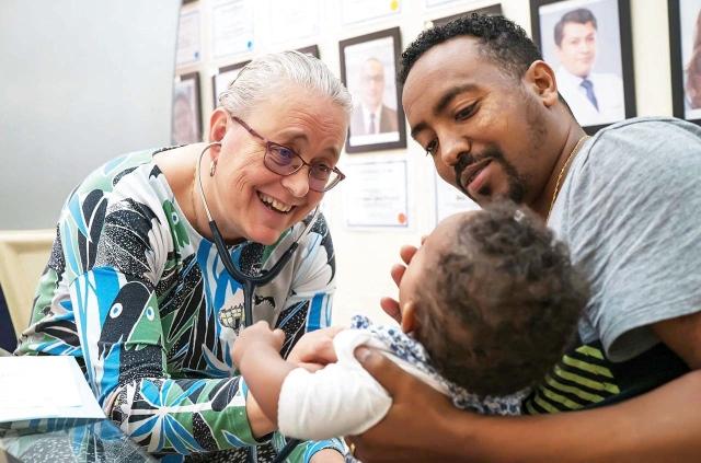 10 أعوام على تأسيس مؤسسة «عملية الابتسامة» الإماراتية