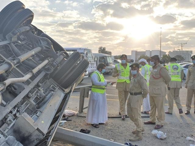 وفاة شخصين وإصابة 10 آخرين في حادث سير بين 3 حافلات بدبي
