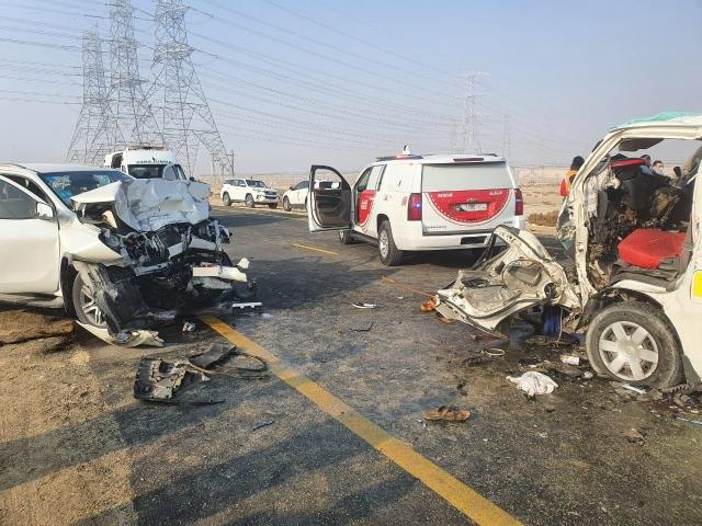 15 إصابة في حادث سير بين مركبتين بسبب التجاوز الخاطئ