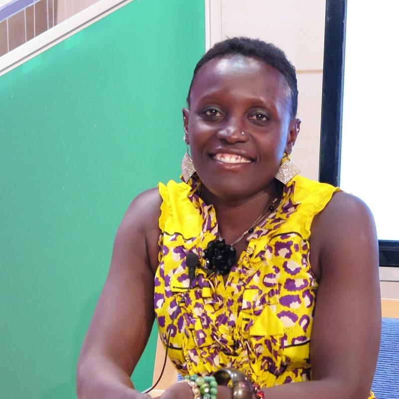 الصورة : إستير نغومبي - أستاذة مساعدة في علم الحشرات والدراسات الأفريقية الأمريكية بجامعة إلينوي، في أوربانا شامبين.