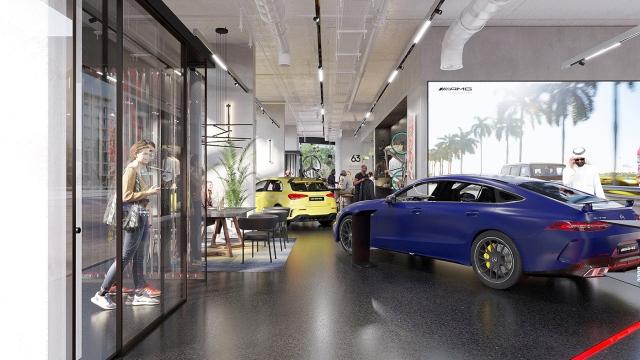 «مجموعة قرقاش» تفتتح أول متجر سيارات «أيه إم جي» في العالم بالإمارات
