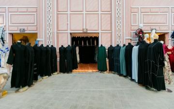 الصورة: الصورة: معروضات مهرجان الشيخ زايد وجهة مفضلة للمرأة من مختلف الجنسيات