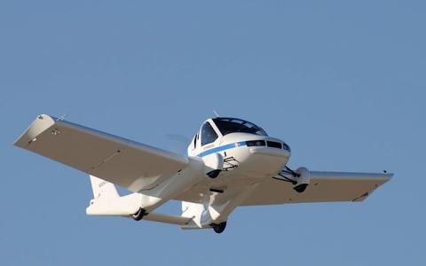 الصورة: الصورة: المستقبل هنا! أول سيارة طائرة في العالم تحصل على ترخيص رسمي للتنقل