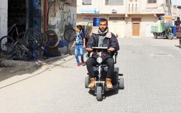 الصورة: الصورة: مؤمن شاب فلسطيني فشل كثيراً ونجح أخيراً