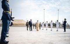 الصورة: الصورة: خليفة بن طحنون يستقبل وزير الدفاع اليوناني في واحة الكرامة