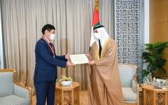 الصورة: الصورة: منصور بن زايد يتسلم رسالة خطية من رئيس وزراء كازاخستان ويستقبل عدداً من الضيوف