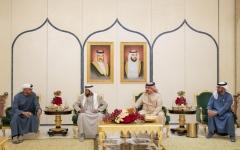 الصورة: الصورة: محمد بن زايد وملك البحرين يبحثان العلاقات الراسخة بين البلدين