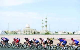 الصورة: الصورة: «الإمارات» في صدارة الطواف