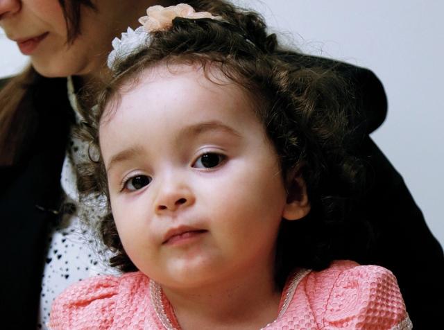 الطبيب المعالج للطفلة العراقية: سيتم إعطاء الحقنة للطفلة لافين الأسبوع القادم
