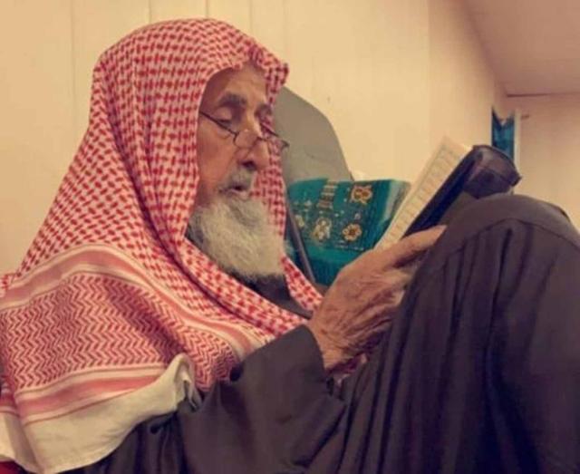 صورة كورونا يُسكت نداء المؤذن السعودي فهد العبد القادر – منوعات