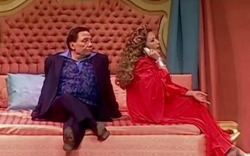 الصورة: الصورة: مسرحية بودي جارد لعادل إمام تريند بعد 22 سنة من عرضها على المسرح.. فما السبب؟