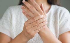 الصورة: الصورة: انتفاخ الأصابع وتغير شكل الأظافر ينذر بمرض خطير