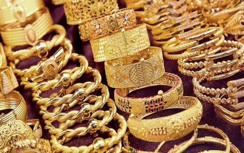 الصورة: الصورة: تراجع  أسعار الذهب لأدنى مستوى في 9 أشهر