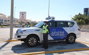 الصورة: الصورة: شرطي في أبوظبي يرفض رشوة ويوقع بالمتورطين