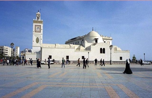 ما حقيقة تصريحات وزير جزائري بشأن صلاة التراويح؟