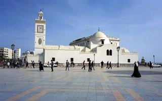 الصورة: الصورة: ما حقيقة تصريحات وزير جزائري بشأن صلاة التراويح؟