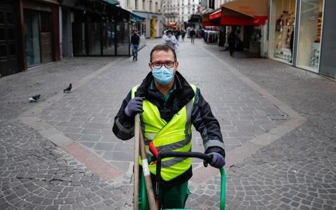 الصورة: الصورة: عامل نظافة فرنسي يصبح نجماً على تطبيق تيك توك