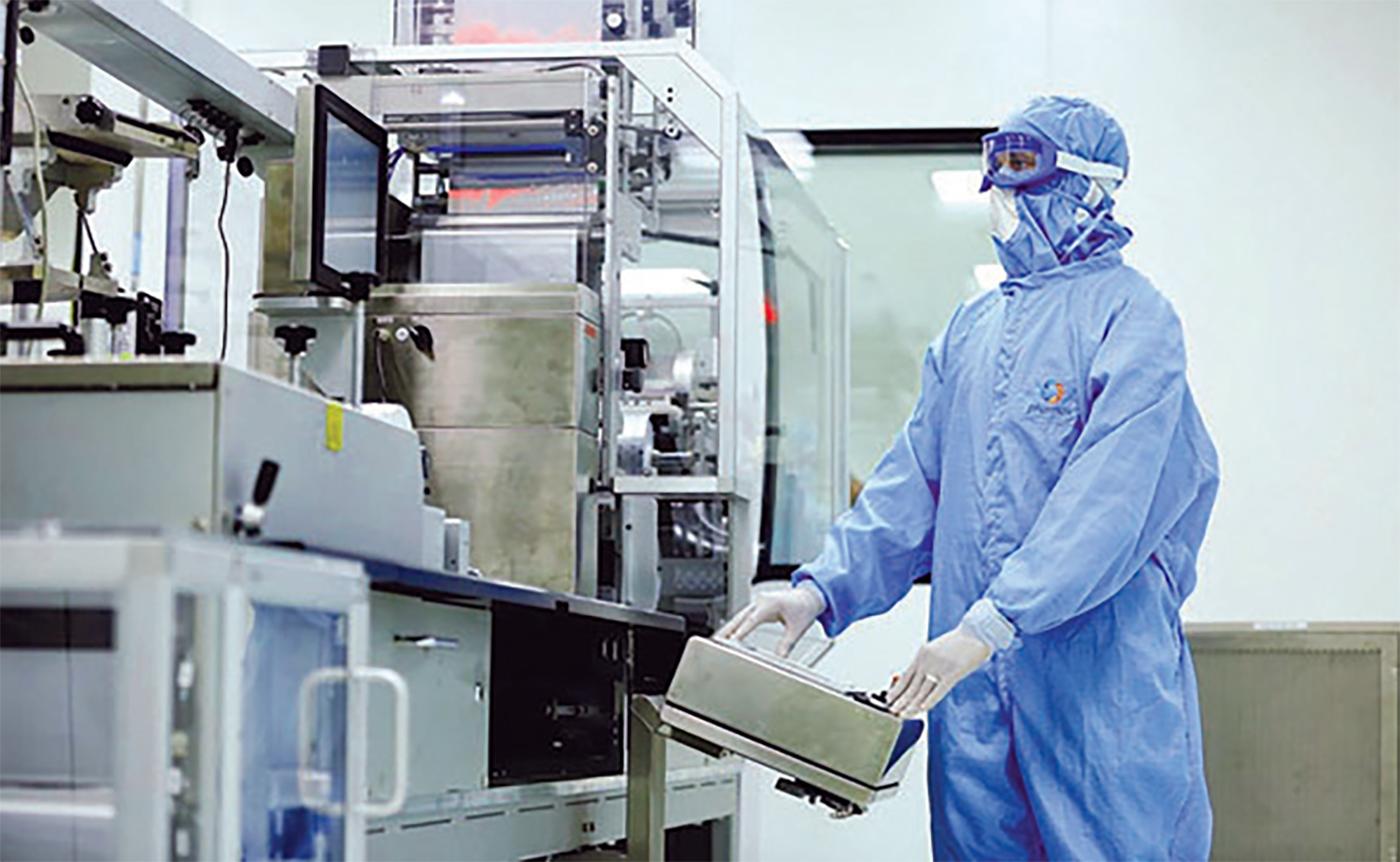 الصورة : الإمارات تستهدف تبني التكنولوجيا المتقدمة في الصناعات الطبية | أرشيفية