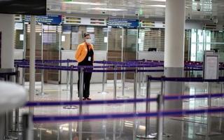 الصورة: الصورة: فرنسا تخفف قيود مكافحة كوفيد-19 على السفر الدولي