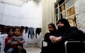 الصورة: الصورة: نعمة النسيان.. حلم أم ثكلى بعد عقد من الصراع في سوريا