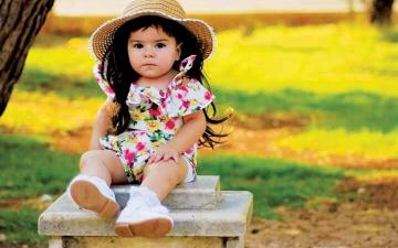 الصورة: الصورة: جولي.. طفلة سورية أصابها الضمور وتنتظر «الفرج»