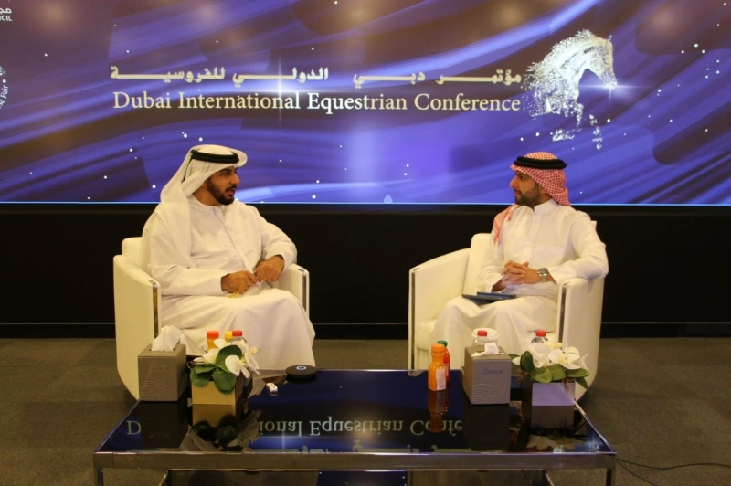 الصورة : خالد النابودة يتحدث في الجلسة الثالثة بحضور محمد الأحمد   البيان