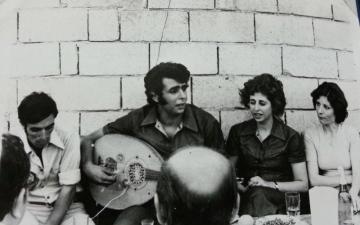 الصورة: الصورة: الشاعر السوري أيمن أبو الشعر لـ«البيان»:  سنقيم ما أفرزته هذه المرحلة بعد عقود