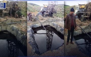 الصورة: الصورة: بالفيديو.. فلاح يعثر على النفط بدل الماء عند حفره بئراً في قسنطينة الجزائرية