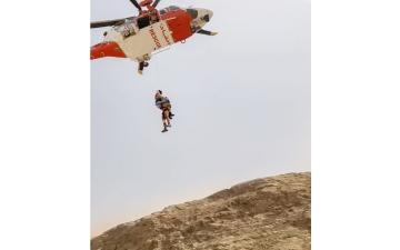 الصورة: الصورة: شرطة الشارقة تنقذ سائحاً إيطالياً سقط من جبل مليحة