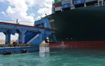 الصورة: الصورة: من سيدفع الخسائر المترتبة على السفينة الجانحة في قناة السويس؟