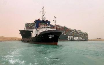 الصورة: الصورة: رئيس بوسكاليس: استكمال تعويم السفينة الجانحة في قناة السويس لن يكون سهلا