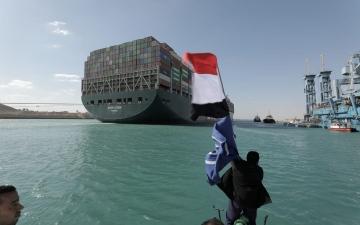 الصورة: الصورة: رئيس قناة السويس يكشف رسالة السيسي التي أنهت أزمة السفينة الجانحة