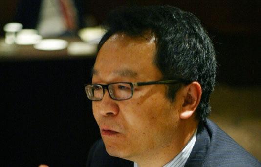 الصورة : تشانغ جون - عميد كلية الاقتصاد بجامعة فودان ومدير المركز الصيني للدراسات الاقتصادية، وهو مركز أبحاث في شنغهاي.