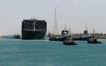 الصورة: الصورة: 87 سفينة تعبر قناة السويس اليوم بعد أزمة إيفر غيفن