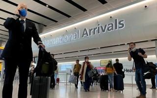 الصورة: الصورة: بريطانيا تحظر دخول المسافرين القادمين من 4 دول