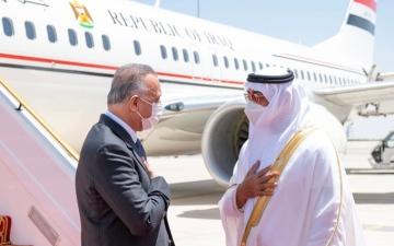 الصورة: الصورة: رئيس وزراء العراق يصل البلاد ومحمد بن زايد في مقدمة مستقبليه