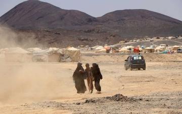 الصورة: الصورة: الحوثي يشرّد 4 آلاف نازح من المخيمات في مأرب