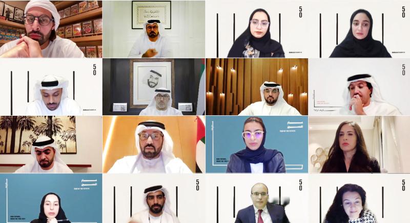 الصورة : محمد القرقاوي وعبد الرحمن العويس ونورة الكعبي وشما المزروعي والمشاركون في الاجتماع | وام