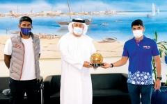 الصورة: الصورة: تكريم «دبي البحري» للمساهمة في إنجاح «الرجل الحديدي»