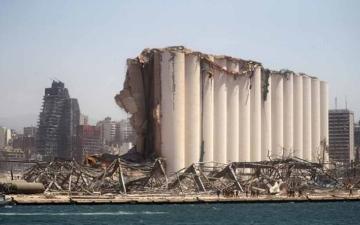 الصورة: الصورة: قنبلة موقوتة..  خبراء يحذرون من صوامع الحبوب المدمّرة في مرفأ بيروت