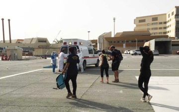 """الصورة: الصورة: شرطة رأس الخيمة تنقذ 9 أشخاص علقوا في منطقة """"شحة"""""""